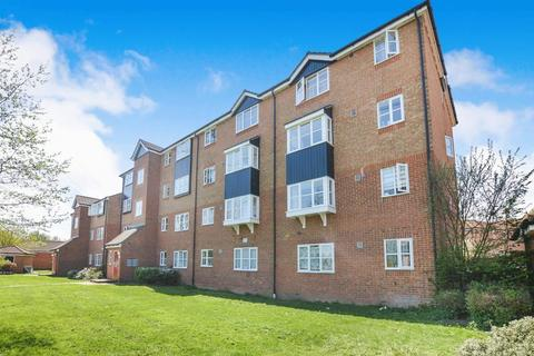 2 bedroom apartment for sale - Fisher Close, Enfield, EN3