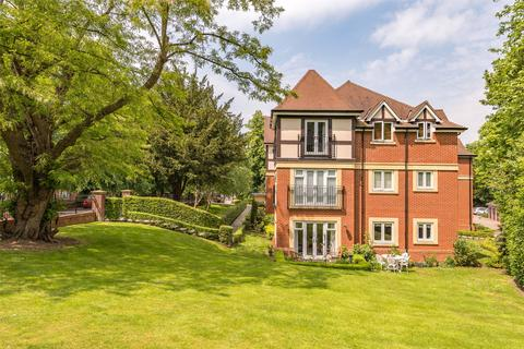 2 bedroom flat for sale - Baily Gardens, Wray Common Road, Reigate, Surrey, RH2