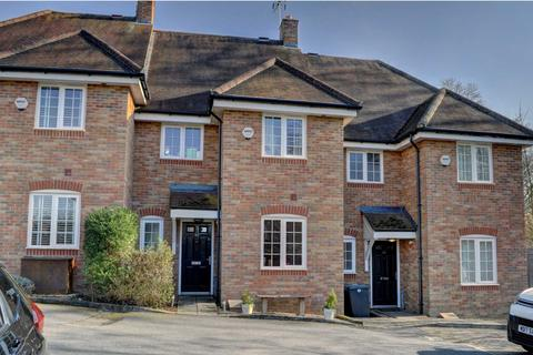 3 bedroom terraced house for sale - West Wycombe