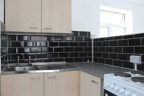 Studio to rent - Clifton Drive, Squires Gate