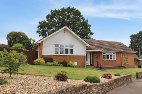 3 bedroom detached bungalow for sale - Nightingale Close, Storrington