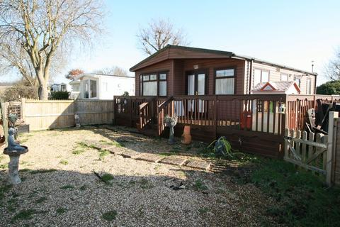 3 bedroom detached bungalow for sale - Flag Hill, Great Bentley