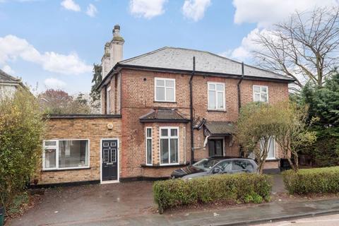 2 bedroom ground floor maisonette - Cheam Common Road, Worcester Park
