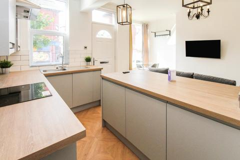 4 bedroom terraced house to rent - ALL BILLS INCLUDED - Harold Avenue, Hyde Park