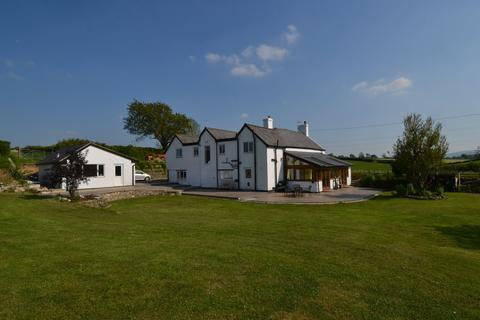 4 bedroom equestrian property for sale - Pant Isaf