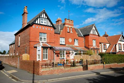 Guest house for sale - 24 PROSPECT HILL, WHITBY YO21