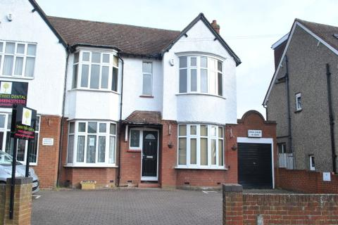 3 bedroom semi-detached house to rent - SOULBURY ROAD