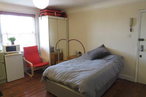 Studio to rent - Tff, Archway Road, Highgate, N6