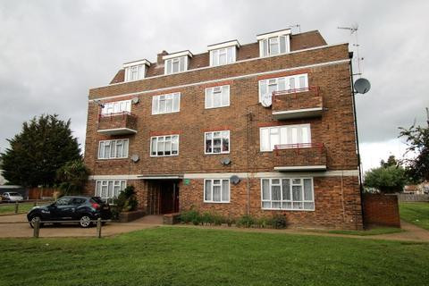 3 bedroom flat for sale - Durham Road, Dagenham RM10