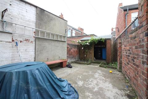 2 bedroom end of terrace house for sale - Spring Bank West, Hull
