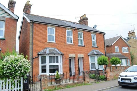 3 bedroom semi-detached house for sale - New Road, Great Baddow, Chelmsford, Essex