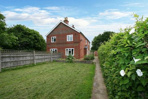 3 bedroom semi-detached house to rent - Wooburn Common, Buckinghamshire HP10