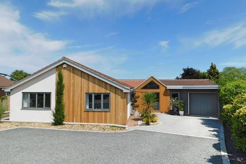 3 bedroom detached bungalow for sale - Drury Park, Long Bennington