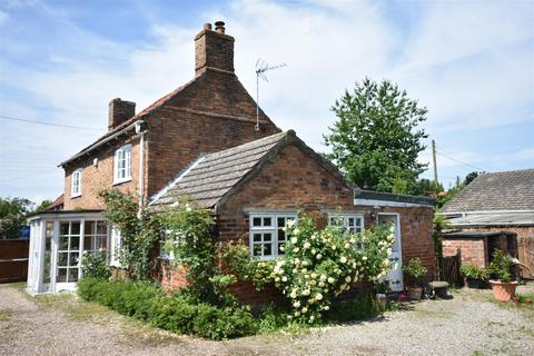 3 bedroom cottage for sale - High Street, Swinderby, Lincoln