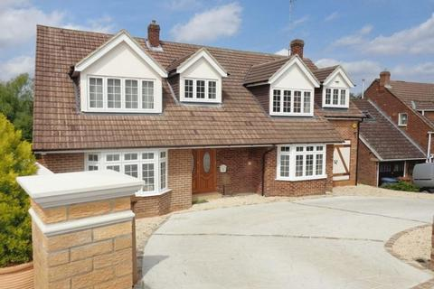 4 bedroom detached house to rent - Warwick Avenue, Cuffley