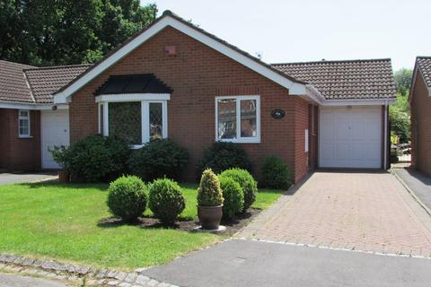 2 bedroom detached bungalow for sale - Hawbridge Close, Shirley