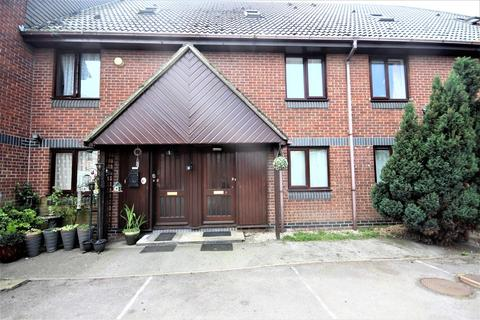 2 bedroom maisonette for sale - Goldsmith Avenue, Milton