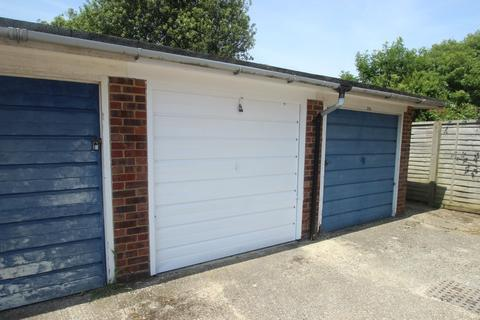 Garage to rent - Southcourt Close, Rustington