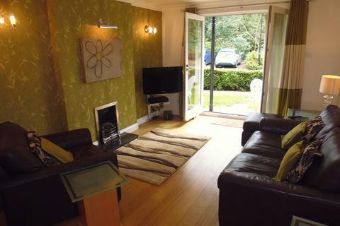 2 bedroom apartment to rent -  Quarry Dene, Leeds LS16