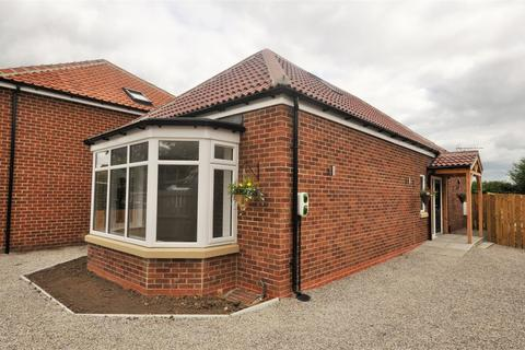 3 bedroom detached bungalow for sale - Park Avenue, New Earswick, York, YO32 4DB