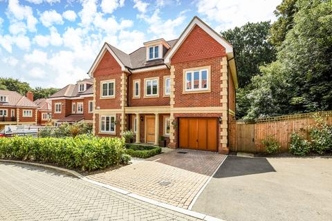 5 bedroom detached house for sale - Westminster Close, Northwood