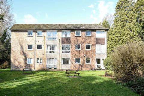 2 bedroom flat for sale - Langland Court, The Avenue, Northwood