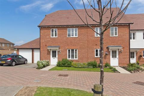 3 bedroom semi-detached house for sale - Grayling Road, Iwade, Sittingbourne