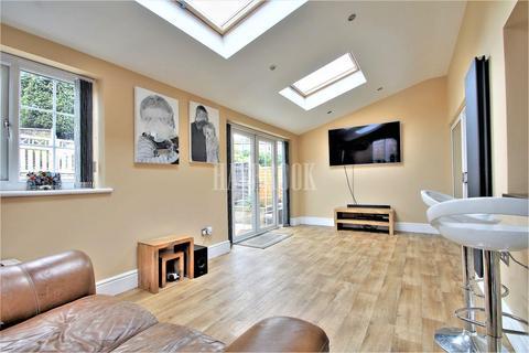 3 bedroom semi-detached house for sale - Swift Road, Grenoside