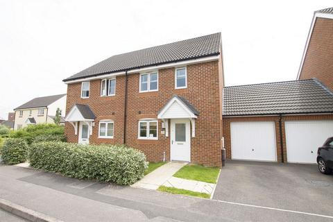 3 bedroom semi-detached house for sale - Westland Drive, Lee-on-the-Solent, Hampshire