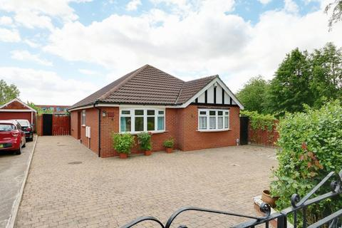 2 bedroom detached bungalow for sale - Anlaby Road, Hull