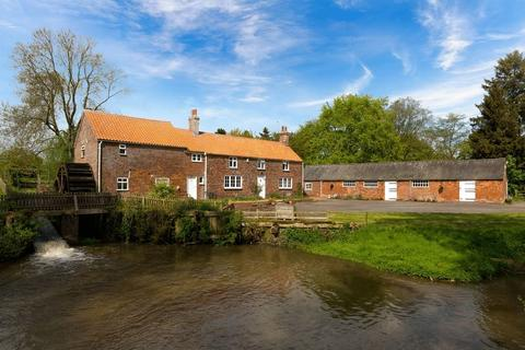 3 bedroom property with land for sale - Stockwith Water Mill, Harrington Road, Hagworthingham in over 50 acres