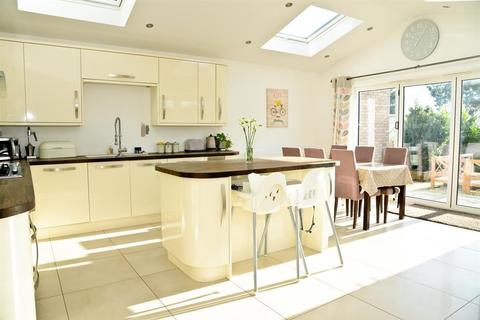 4 bedroom semi-detached house for sale - Larksleaze Road, Longwell Green, Bristol, BS30 9BH