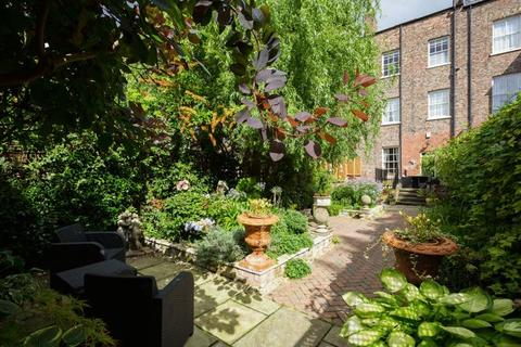 5 bedroom terraced house for sale - 62 Bootham, York