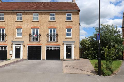 3 bedroom townhouse for sale - Oxclose Park Way, Halfway