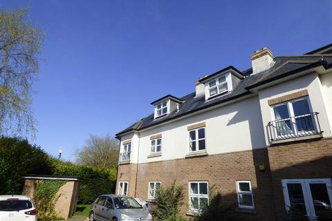 3 bedroom flat to rent - Methuen Road, Charminster, Bournemouth, Dorset, BH8