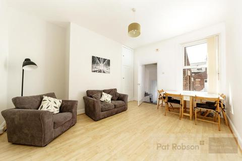 3 bedroom flat for sale - Trewhitt Road, Heaton