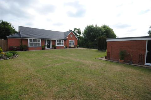 3 bedroom detached bungalow for sale - Ince Hall Avenue, Wigan