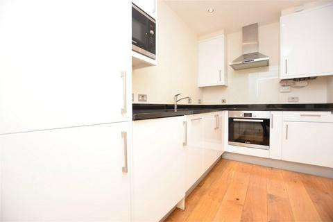 1 bedroom flat to rent - Moran House, High Road, London