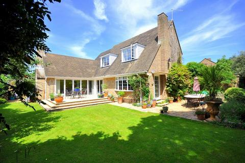 4 bedroom detached house for sale - Manor Gardens, Ringwood, BH24 1LY