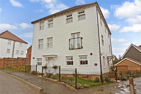 3 bedroom semi-detached house for sale - Eveas Drive, Sittingbourne, Kent