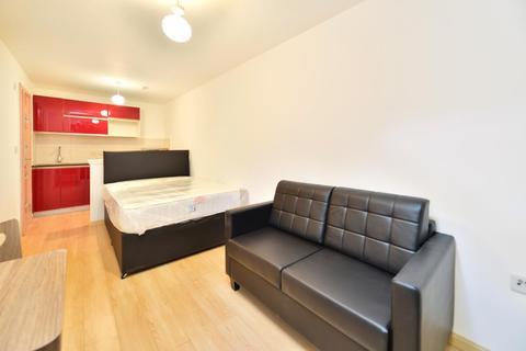 Studio to rent - Dawes Road, Fulham , London , SW6