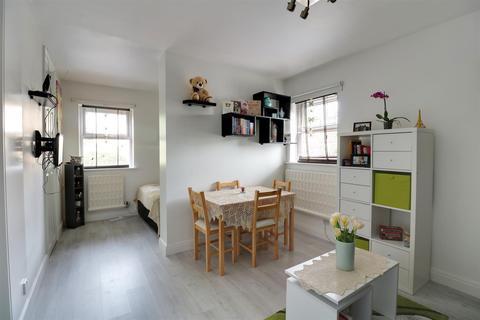 Studio for sale - Chapel Close, West Thurrock