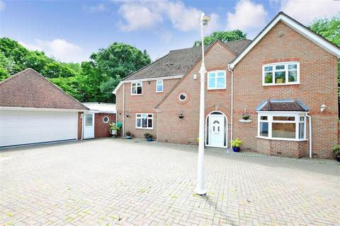 5 bedroom detached house for sale - Delarue Close, Tonbridge, Kent