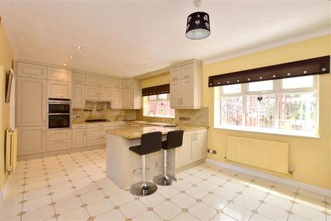 5 bedroom detached house for sale - Delarue Close, Tonbridge, Kent