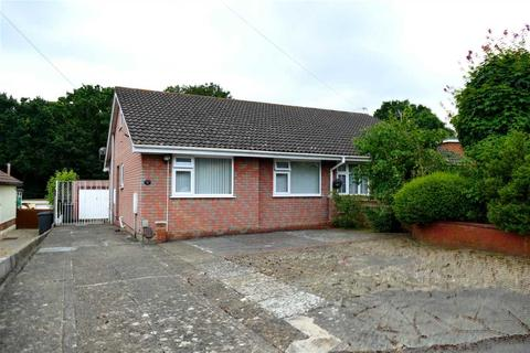 2 bedroom semi-detached bungalow for sale - Spacious Bungalow with Lots of Parking for Motor Home & Cars with Garage
