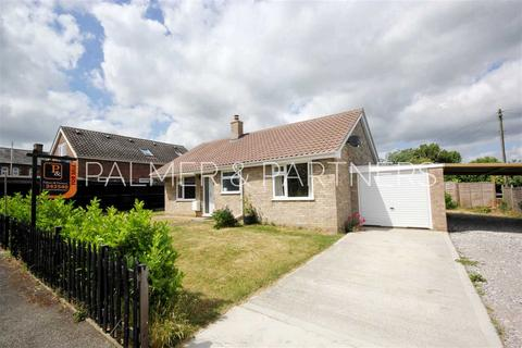 2 bedroom detached bungalow for sale - Holdsworth Close, Glemsford