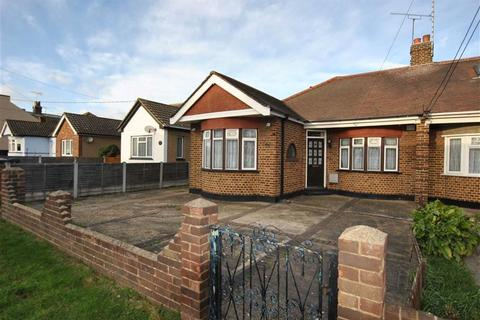 2 bedroom semi-detached bungalow for sale - Ravenswood Chase, Rochford, Essex