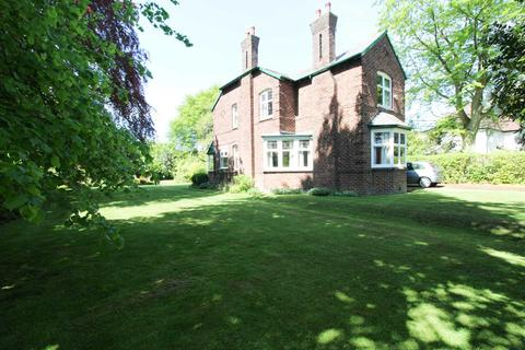 4 bedroom detached house for sale - MOSS LANE, Bramhall