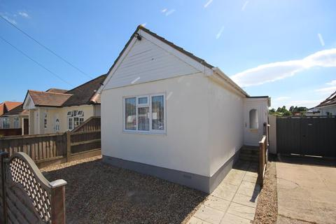 1 bedroom detached bungalow for sale - Windermere Road, Holland on Sea