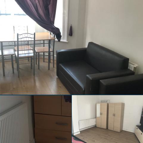 2 bedroom flat to rent - Londbridge Road, Barking, Essex IG11
